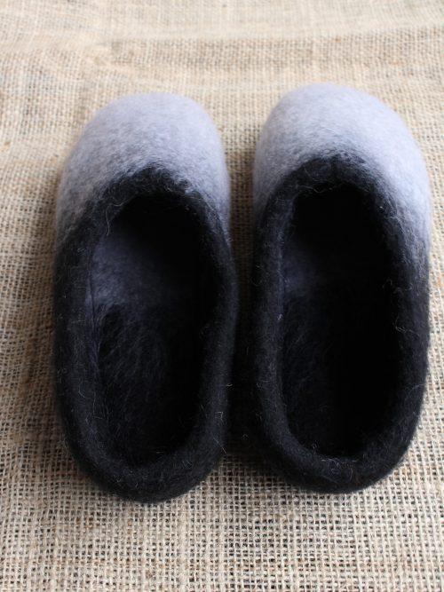 Filzhausschuhe schwarz-weiß mit Sohle 1