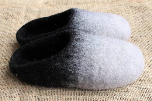 Filzhausschuhe schwarz-weiß mit Sohle 2