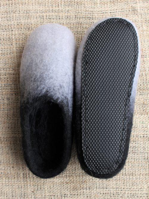 Filzhausschuhe schwarz-weiß mit Sohle
