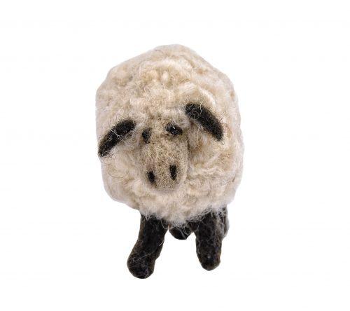 Handgemachte Schaf aus Filz frontal aufenommen