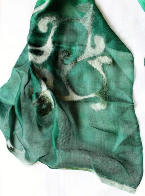 Seidenschal grün mit Wollfilz Muster