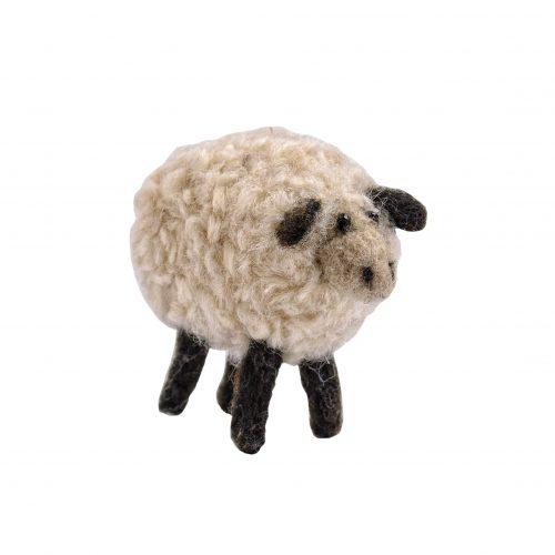 Schaf aus Filz im Profil aufgenommen