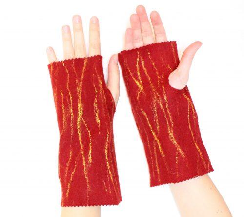 armstulpen rot, angezogen auf die Hände