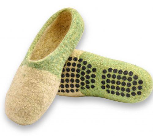 Grün gelbe filzschuhe aus wolle mit noppen