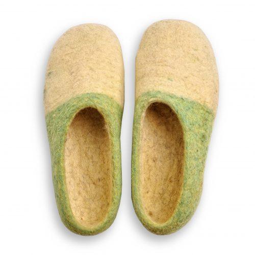 Grün gelbe filzschuhe aus wolle mit noppen 3
