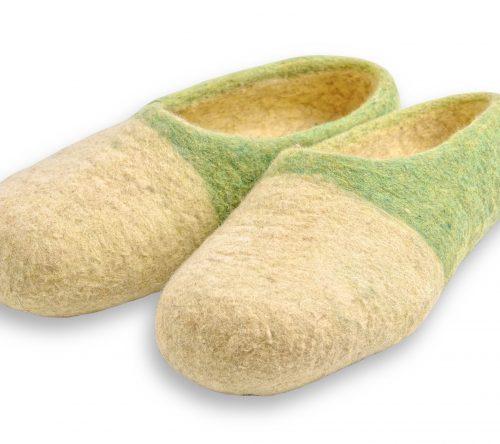 Grün gelbe filzschuhe aus wolle mit noppen 4