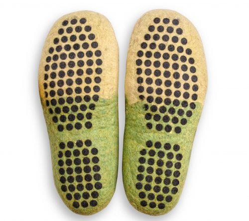 Grün gelbe filzschuhe aus wolle mit noppen 5