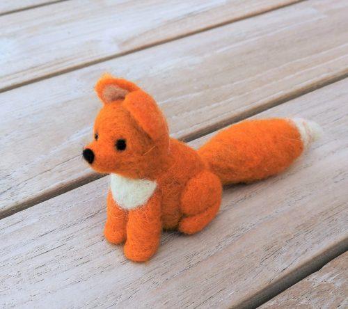 Fuchs klein sitzend